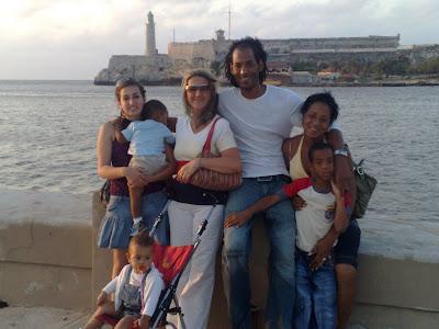 familia adoptiva agujero de la gloria