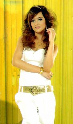 Oak Sokunkanha Khmer Pop Singer