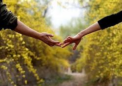 É preciso amar as pessoas como se não houvesse amanhã.