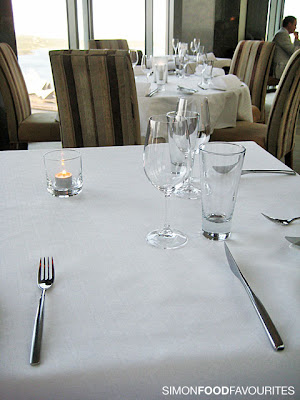 Table setting for fine dining at airplane for Fine dining table setting
