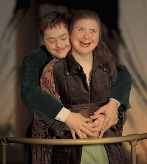 http://2.bp.blogspot.com/_QtH2zTVl70M/TGAx6QPSHiI/AAAAAAAAEf0/eWya5qojLEw/s1600/Titanic-Romance+(20).jpg