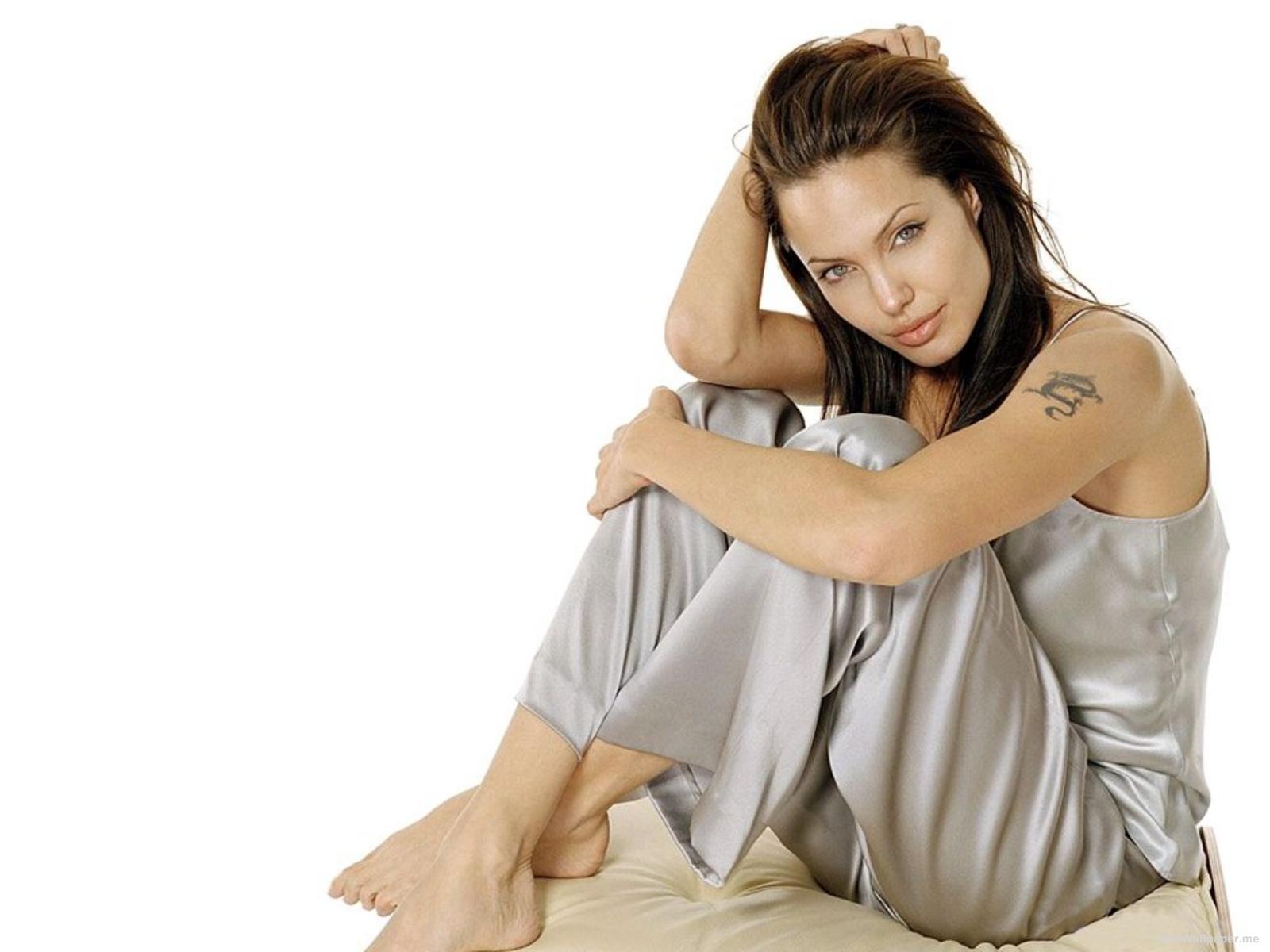 http://2.bp.blogspot.com/_Qtt0T4iTxQk/S_UlaVoRbmI/AAAAAAAAAw8/AtLpIs3g11Y/s1600/angelina_jolie_08.jpg