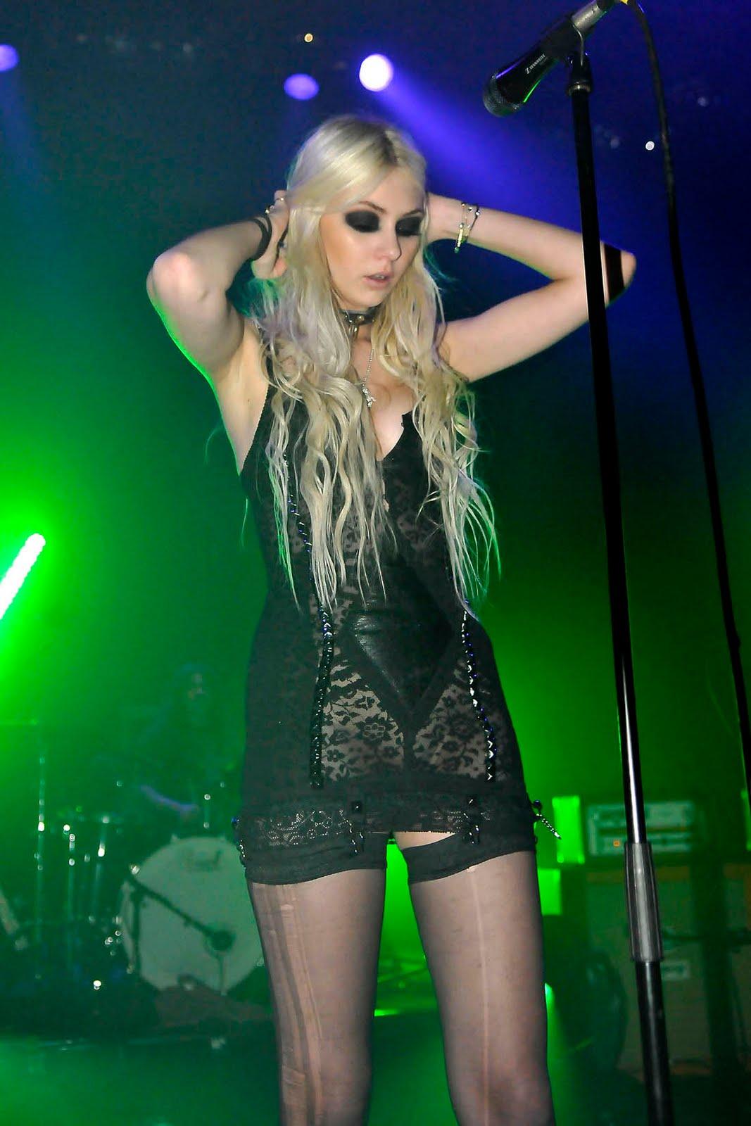 http://2.bp.blogspot.com/_QtvafxuWqCM/TS9y71YVO6I/AAAAAAAAAHQ/g2hr7RrWqGs/s1600/taylor_momsen_live_concert_5.jpg