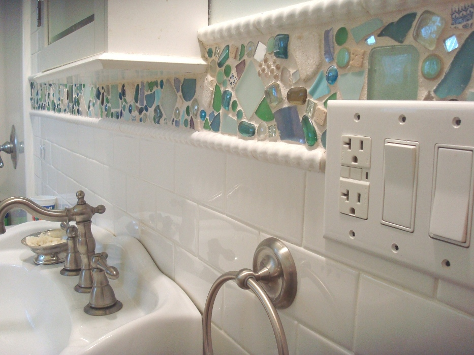 Pura bella naturals sea glass mobile how to for Glass tile border bathroom ideas