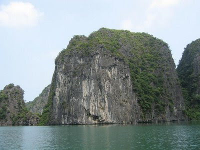 Hang Luon Halong Bay Vietnam photos