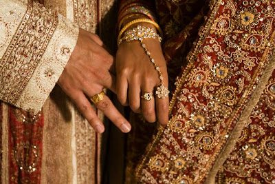 http://2.bp.blogspot.com/_QvQ6MReUjbA/STPcVsx67SI/AAAAAAAAABo/j8e7CUU6_Kc/s400/indian-wedding.jpg