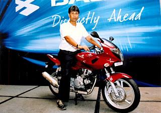 Rajeev Bajaj astride the new 220 DTS-Fi Pulsar