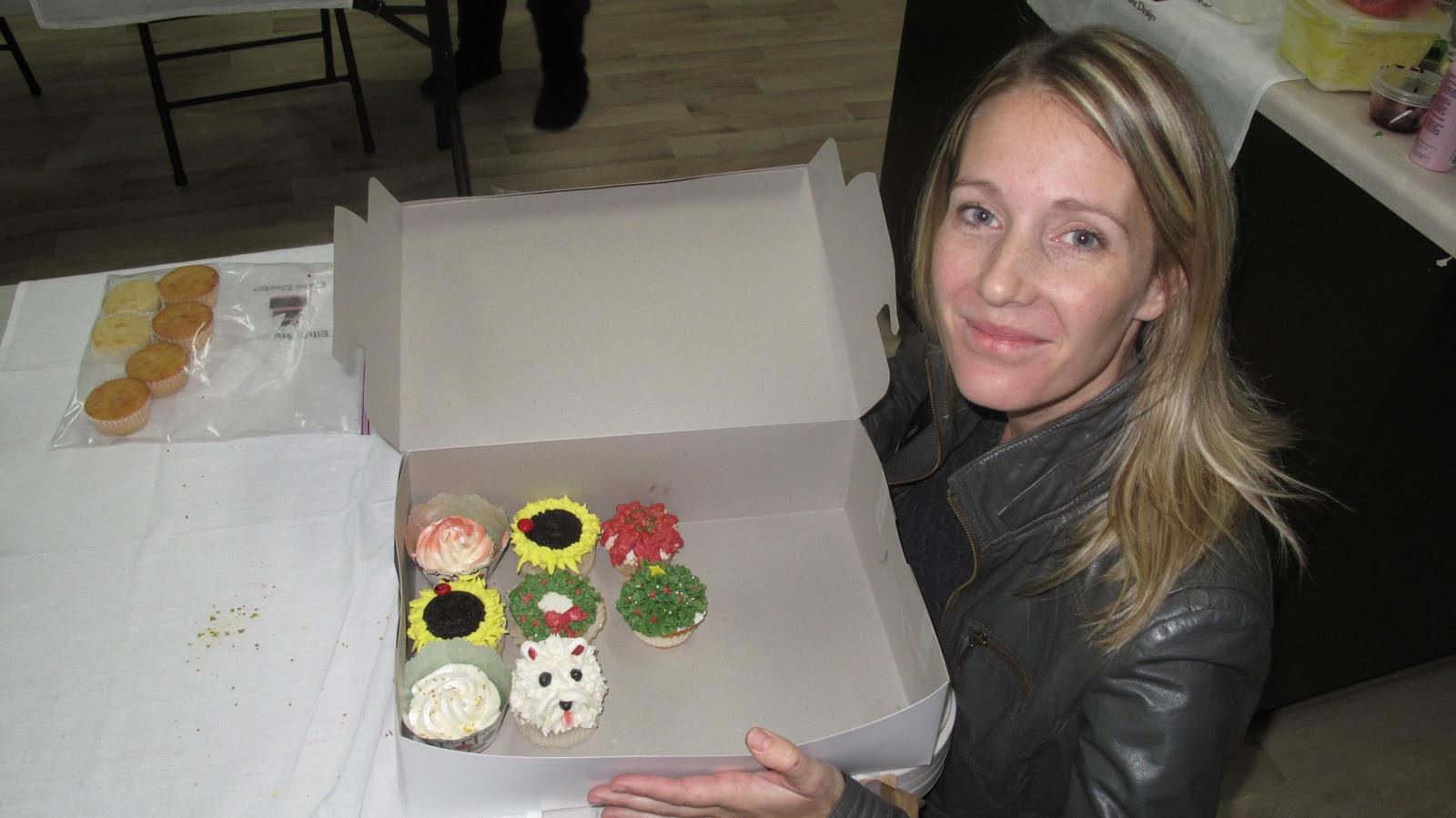 Elly S Studio Cake Design Chilliwack : Elly s Studio of Cake Design: cupcake art class Dec. 2010