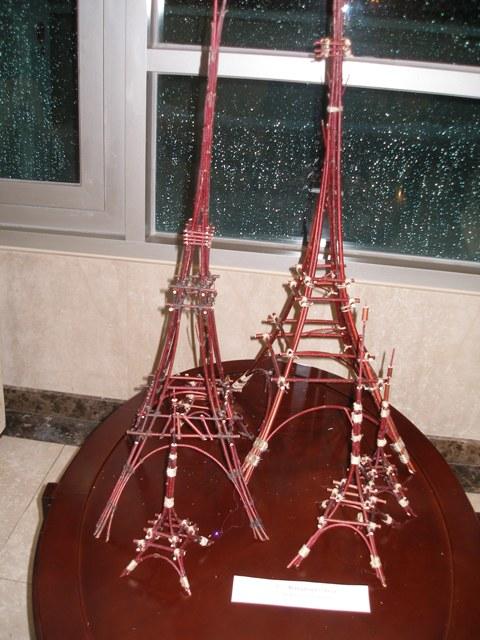 Эйфелева башня сделать поделка