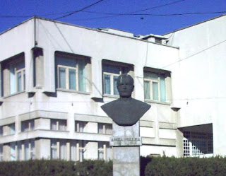 Amza Pellea statue - Bailesti, Romania