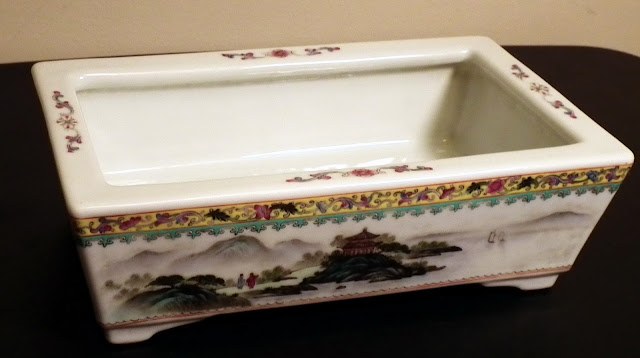 Qianlong bulb pot (bonsai pot) made of porcelain