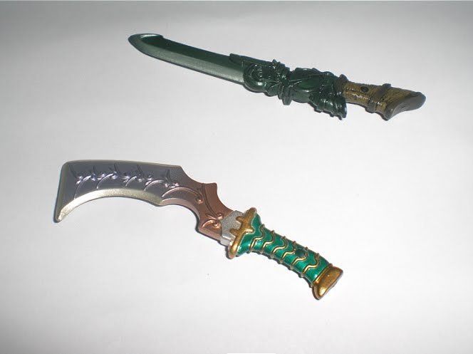 Zidane comes with his Mage Masher and Orichalcum daggers.