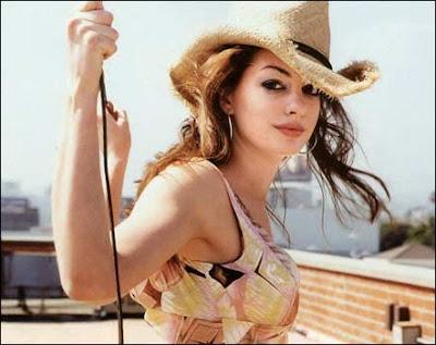 Anne Hathaway Viola. Brendan Gleeson Anne Hathaway