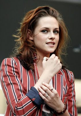 Kristen Stewart Rings on Kristen Stewart Wearing Little Riding Hood Rings
