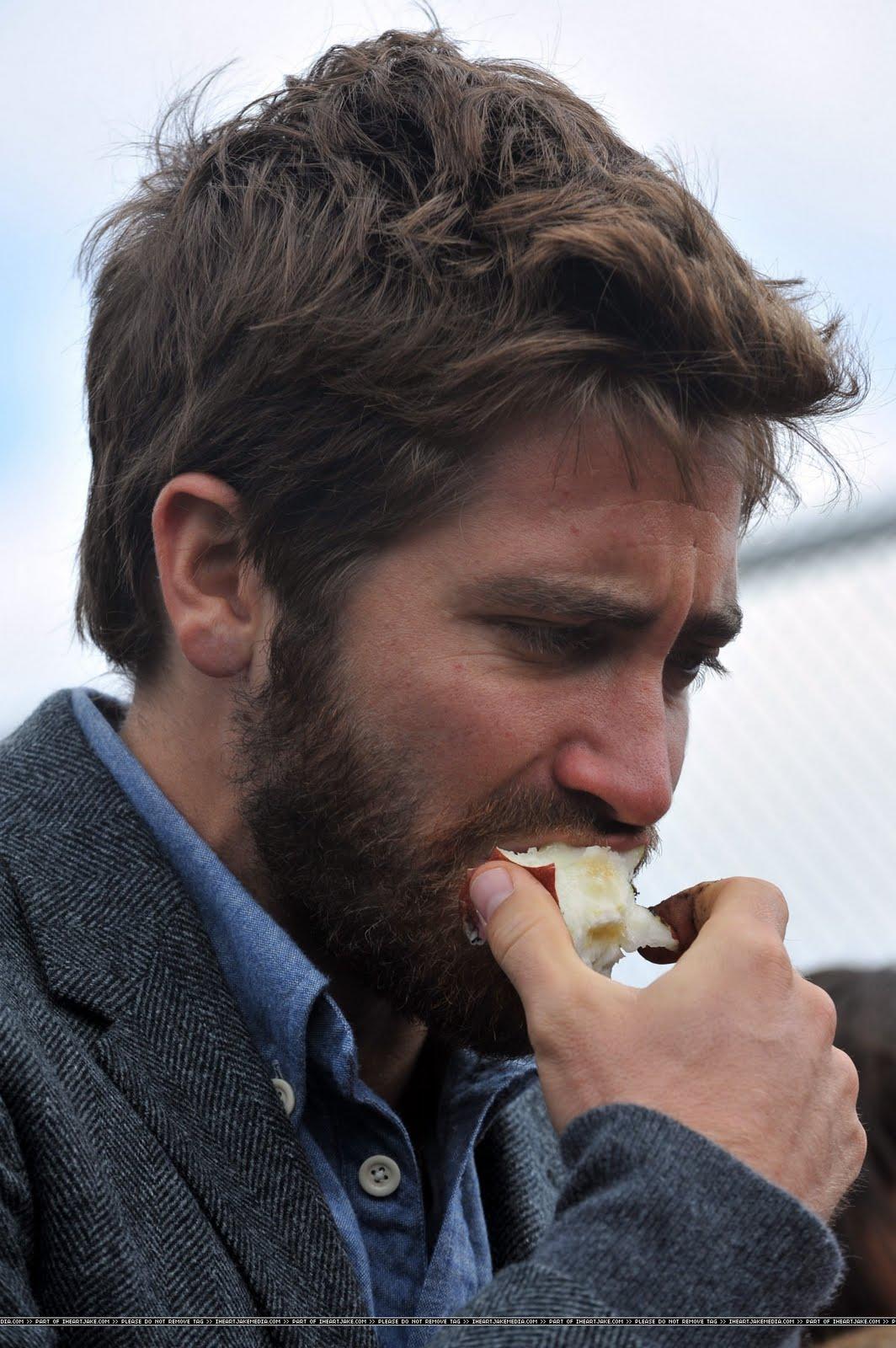 Kirsten Dunst And Jake Gyllenhaal Eating WEIRDLAND: Searc...