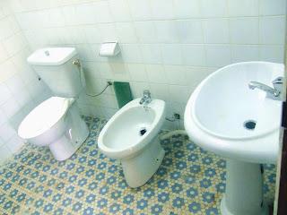toilettes d'un appartement a louer a Yaounde