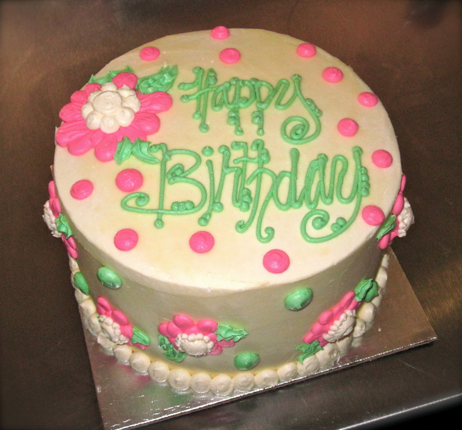 Cake Decorating Buttercream Birthday : Leah s Sweet Treats: Buttercream Birthday Cake