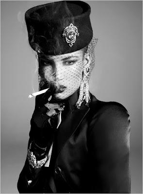 http://2.bp.blogspot.com/_R6VnDc3qj70/SFsxjWGTdaI/AAAAAAAABm4/ihnGmxgINi8/s400/Steven+Meisel+for+Vogue+Italia+1.jpg