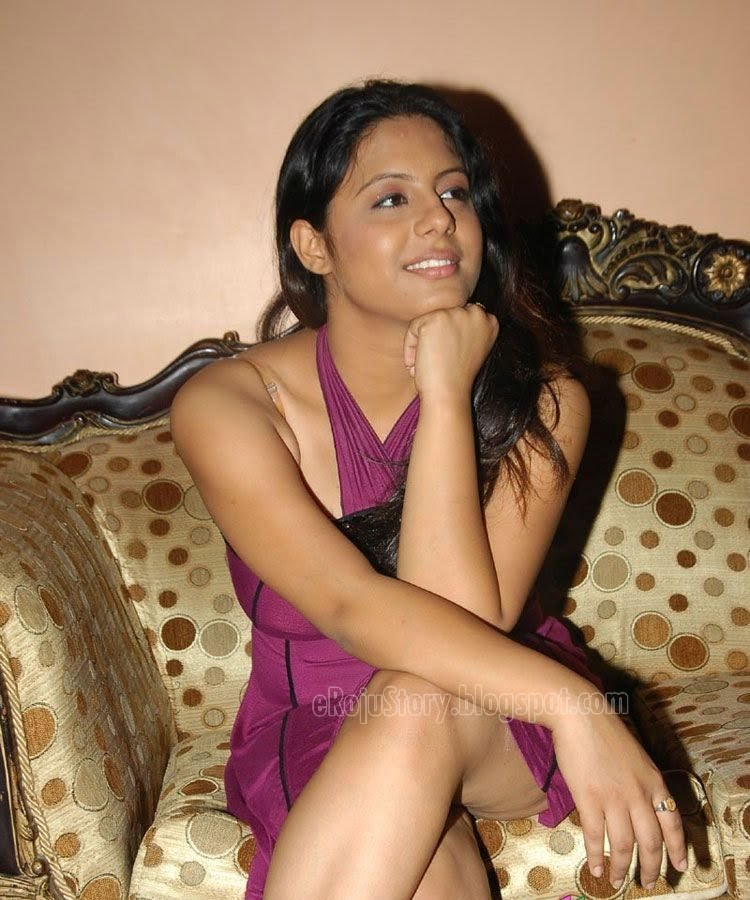 hot thigh show of actress sunakshi   tollywood to bollywood