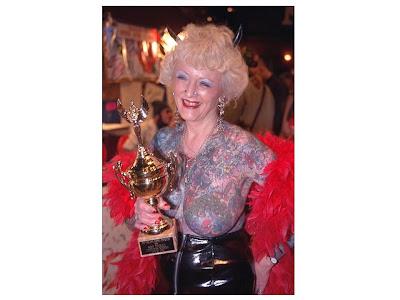 Ésta es Isobel Varley, de 69 años, que está en el libro Guiness de los