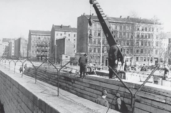 Cual Fue El Objetivo De La Construccion Del Muro De Berlin