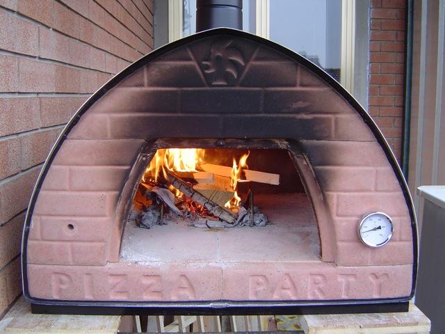 Quale forno a legna scegliere forno a legna pizza party for Forno per pizza portatile
