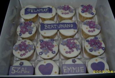 [fondant+cupcake+-+engagement]
