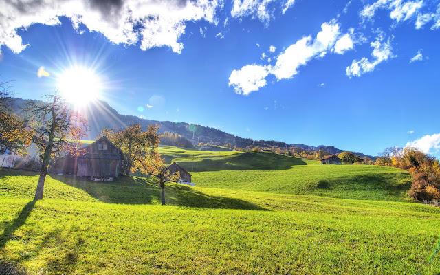 Herfst achtergrond met heuvels en zon