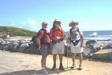 Julio, Manuel, y Pablo caminando en Loiza