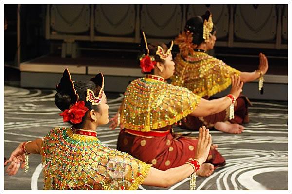 tarian inang adalah versi moden terhadap tarian tradisional mak inang ...