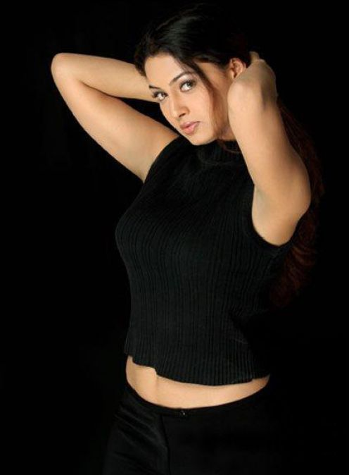 Srilankan Actress Pooja Umashankar bikini Photos