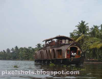 house boats,kerala-backwater-tourism,houseboats-kumarakom,kumarakom,house-boat-photo,vembanad-house-boats