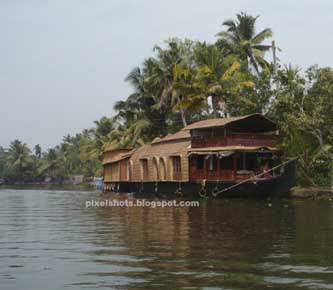 family houseboat tour, houseboats season in kumarakom, kumarakom tour season, backwaters of kerala, houseboats in vembanadu lake, kumarakom lake, kottayam rivers and lakes