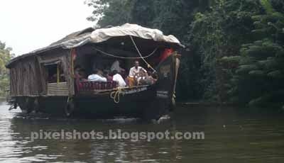 houseboats, luxury backwater cruises,kerala backwater boat trip infos and rates
