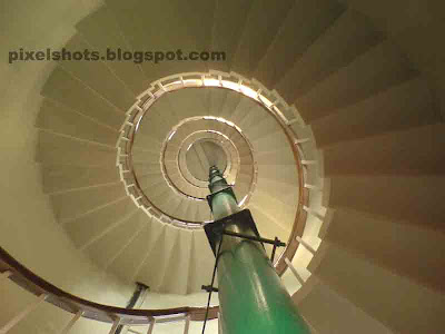 spiral stairways inside the kovalam lighthouse,inside lighthouse photos,what is inside light house,inside kovalam beach lighthouse,lighthouse photos from kerala,visiting lighthouses,tourist spots near beaches,kovalam beach lighthouse,kerala lighthouse technical specifications and names
