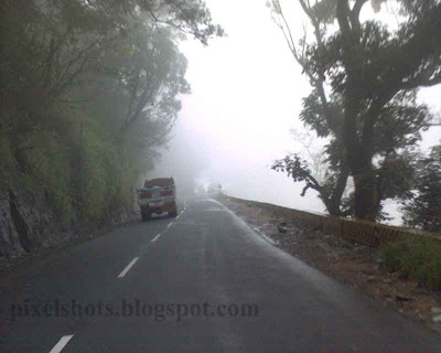 misty -road,mist-cladded-mountain-road-to-wayanadu-kerala,wayanadu-churam,kerala-mist-photos