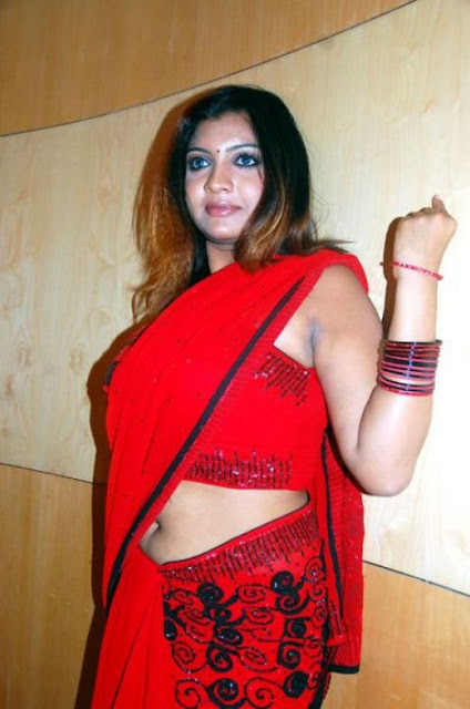 Low Hip Saree Aunties Exposing Navels on street ~ South Indian Images