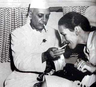 http://2.bp.blogspot.com/_RD-qCLR6QqI/SUZqZg_HZxI/AAAAAAAAAHw/NBk3AVt1A_0/s320/Nehru-edwina-smoking.jpeg