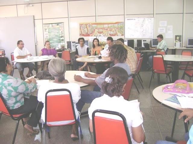 Blogueiro preside reunião com membros da cultura regional