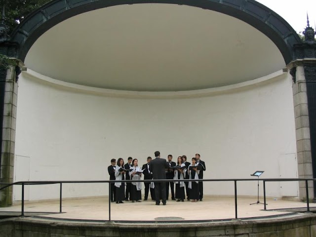 Praça dos Pioneiros poderia ter uma concha acústica
