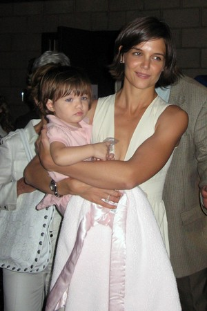 Suri  Katie Holmes on Suri And Katie Holmes  Priyanka Chopra Free Wallpapers