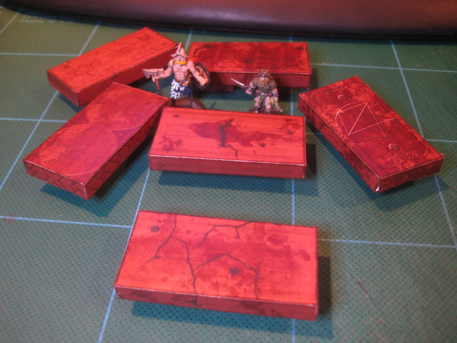 http://2.bp.blogspot.com/_REg-LhD7u8I/TLJ5OMG9bTI/AAAAAAAAX68/OFNNJkYxzeA/s1600/paper_models_longtable_action.JPG
