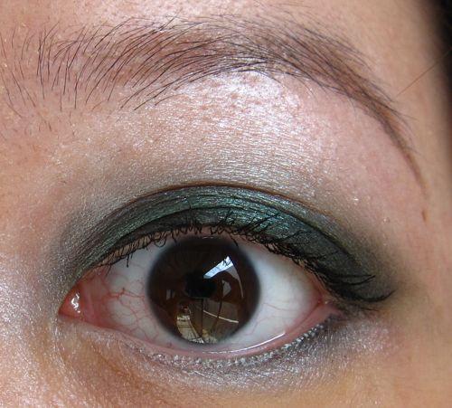 smokey green eye makeup. smokey green eye makeup. a