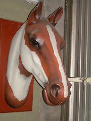 Cabeza de caballo en fibra de vidrio (tamaño natural)