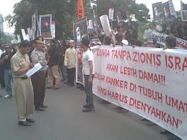 Dunia Tanpa Zionis =  Damai
