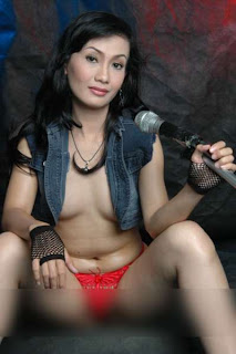 Ayu Oktasari, Take me Out, Foto Artis,
