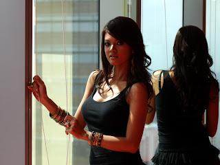 Farah Quinn,  Foto Artis, Black Shirt
