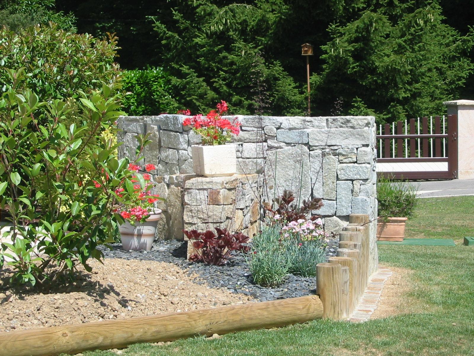 Paysagiste et aménagement de jardin à Thonon et Annemasse: Murets ... - Rondin De Bois Deco Jardin