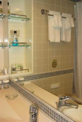 Cabin D505, bathroom