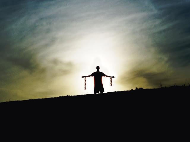 http://2.bp.blogspot.com/_RLb2PCENJDQ/S7bGb8BaSzI/AAAAAAAAAOo/nPN1kKcwq_M/s1600/silhouette20standing20chains20broken20freedom20from20slavery.jpg